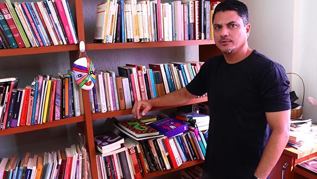 Pernambucano radicado em Goiás, Jamesson Buarque é da linha dos poetas que também são críticos e teóricos   Foto: Fernando Leite
