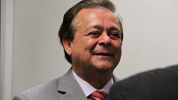 Presidente do PTB em Goiás pode sair da legenda que garante ser apaixonado e migrar para o PHS. Resta esperar a reforma política, que abrirá possibilidade de deputado mudar de legenda sem perder mandato | Foto: site/ Jovair Arantes