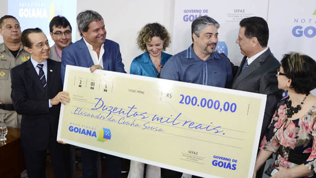 Marconi entrega os primeiros prêmios da Nota Fiscal Goiana