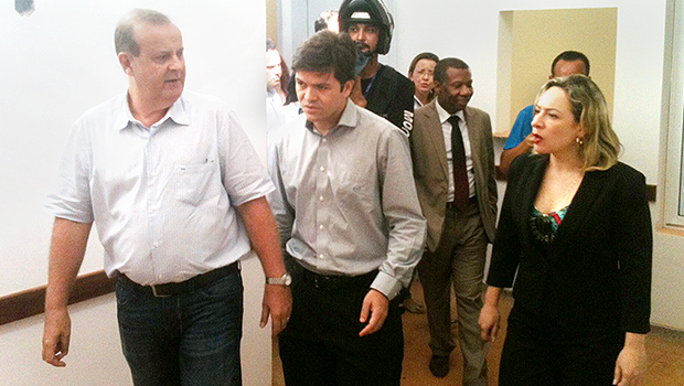 Paulo Garcia (esquerda), secretário de Saúde, Fernando Machado, e deputada Adriana Accorsi   Foto: Marcello Dantas/Jornal Opção Online