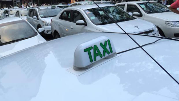 Aplicativo de táxi oferece desconto permanente de 30% em Goiânia