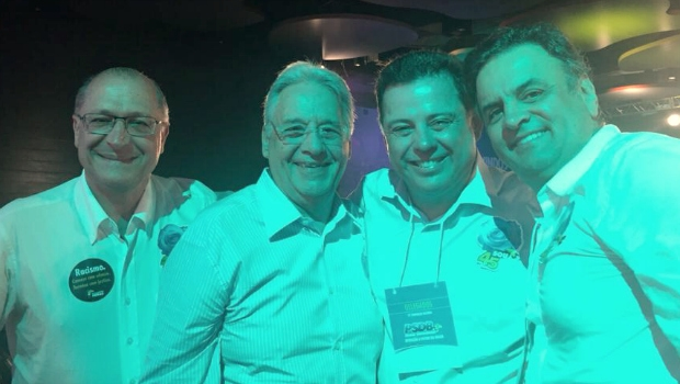 O governador de São Paulo Geraldo Alckmin (esquerda), o ex-Presidente da República Fernando Henrique Cardoso, o governador de Goiás Marconi Perillo e o presidente reeleito do PSDB Aécio Neves | Foto: Reprodução/Facebook