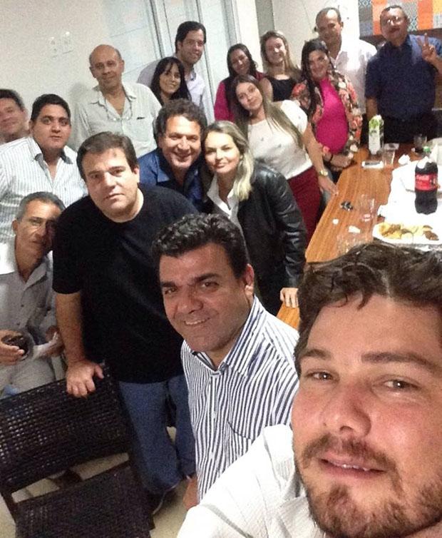 """Foto tirada na última reunião da """"Nova Via"""". De listrado, vice-prefeito Demilson Lima"""