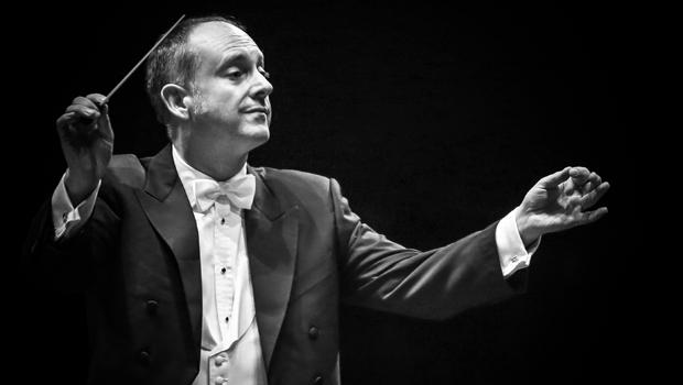 """Maestro Neil Thompson: """"O público goiano é tão aberto à música clássica, escutam com tal concentração e respeito"""""""