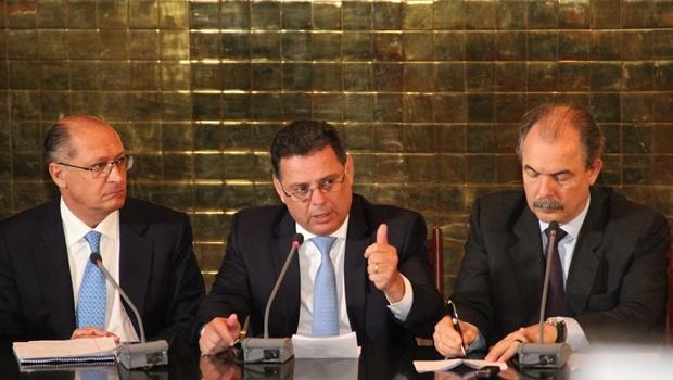 Marconi entre o governador de São Paulo, Geraldo Alckmin (esquerda) e o ministro Aloizio Mercadante | Foto: Humberto Silva