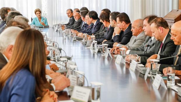 Em encontro com governadores, Dilma diz que sabe suportar pressão e injustiça