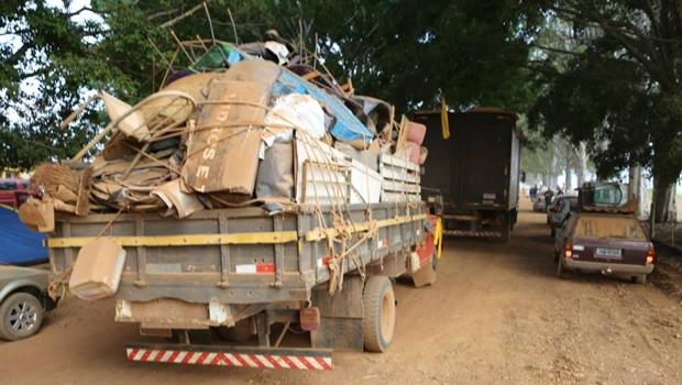 MST começa a desocupar fazenda do senador Eunício Oliveira