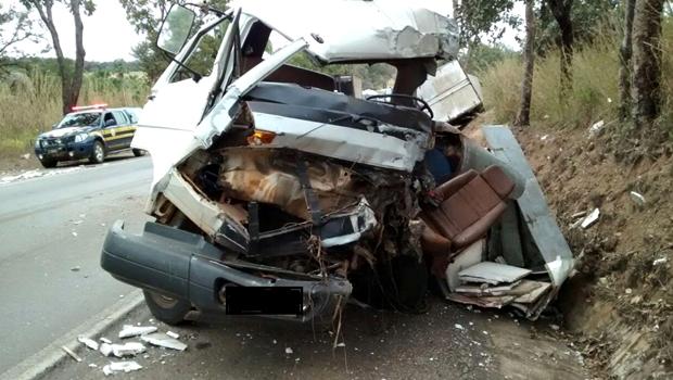 Caminhoneiro morre em acidente em Uruaçu