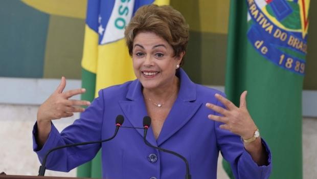 Dilma anuncia salário mínimo de R$ 880 para 2016