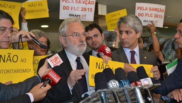 """""""A marca dessa gestão é o autoritarismo"""", diz Ivan Valente sobre mandato de Cunha"""