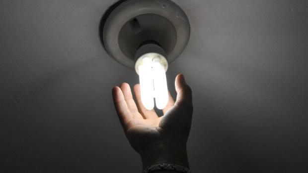 Projeto de lei proíbe corte de energia aos finais de semana e feriados em Goiás