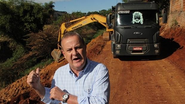 Prefeito Paulo Garcia durante início das obras da Marginal Botafogo: não deixou acusações de Caiado sem resposta   Foto: Humberto Silva