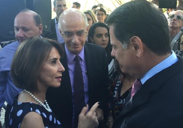 Secretária Raquel Teixeira conversa com o governador Marconi Perillo | Foto: Alexandre Parrode / Jornal Opção