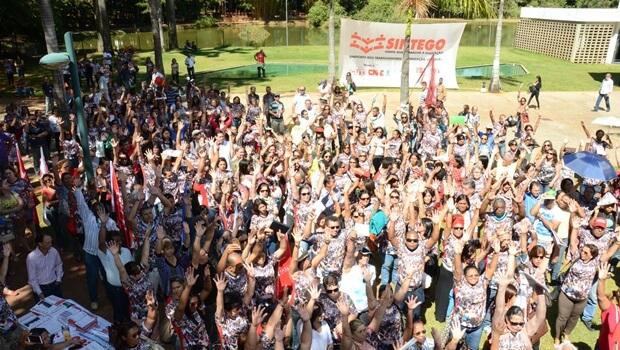 Servidores realizam protesto contra má gestão e falta de atendimento no Imas