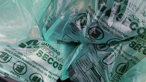 Vereadora propõe lei que obriga comércio a fornecer sacolas biodegradáveis