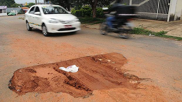 Projeto determina que Saneago terá de tapar buracos em 24 horas