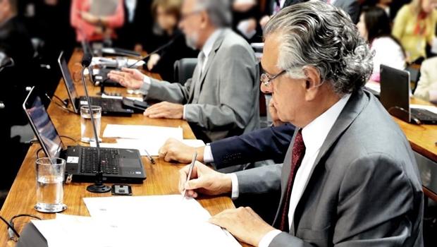Caiado apresenta projeto para derrubar decreto que altera especialização médica
