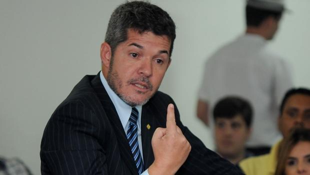 """Delegado Waldir sobre como deve ser chamado: """"Não é deputado, não. É prefeito"""""""