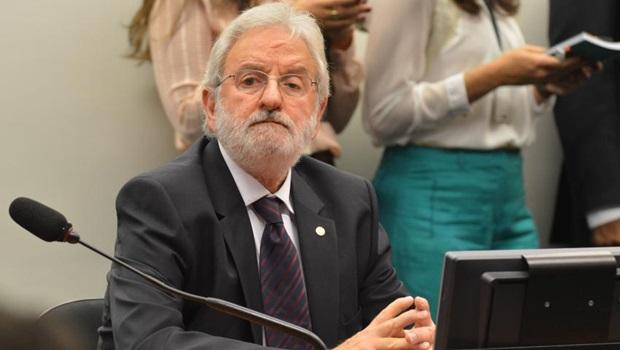 Ivan Valente pede convocação de Cunha e irrita colegas de CPI