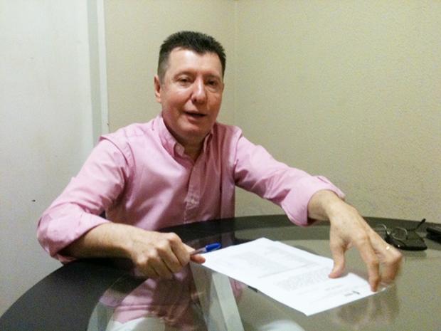 José Nelto protocola pedido de expulsão no diretório | Foto: Marcello Dantas