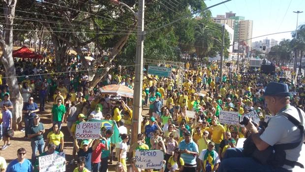 Devagar, manifestação em Goiânia reúne poucas pessoas na Praça Tamandaré