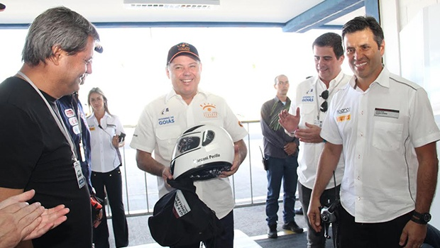Jayme Rincón, pré-candidato ao Paço Municipal e Marconi Perillo (centro), durante visita ao Autódromo | Foto: Divulgação