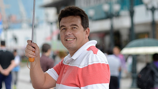 """O escritor paranaense Márcio Renato dos Santos também é autor de """"Minda-au"""", """"Golegolegolegolegah!"""" e organizador do livro """"Dicionário amoroso de Curitiba"""""""