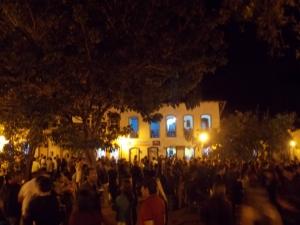 Praça do Coreto durante a noite de sexta-feira (16) | Foto: Sarah Teófilo