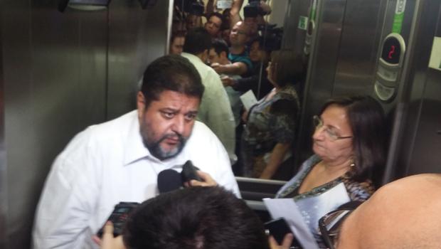 Secretária se atrasa e não leva documentos para explicar suposto desvio de merenda