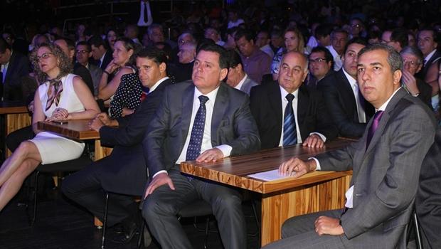 Secretária Ana Carla Abrão, secretário Thiago Peixoto, governador Marconi Perillo e vice-governador José Eliton (PP) | Foto: Leoiran