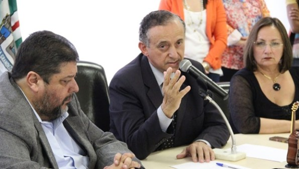 Procurador-geral do município, Carlos de Freitas, presidente da Câmara, Anselmo Pereira, e secretária Neyde Aparecida | Foto: Marcelo do Vale