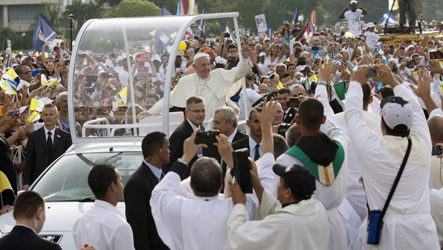 """Papa sobre Cuba: """"Um povo que tem feridas, mas sabe estar com braços abertos"""""""