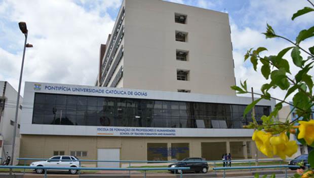 Elevador da PUC Goiás cai e deixa aluno ferido