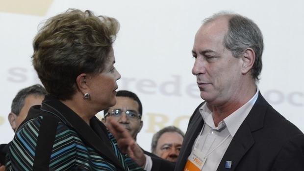 Ciro Gomes e a presidente Dilma, durante convenção nacional do Pros, no ano passado   Foto: Valter Campanato / Agência Brasil