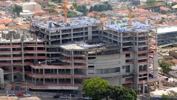 Megaempreendimento comercial na Av. Portugal:um prédio muda uma via
