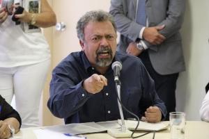 Irritado, Elias Vaz questiona mais um atraso na entrega de documentos requisitados há dois meses | Foto: Marcelo do Vale