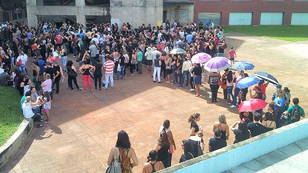 Servidores da Educação em protesto no Paço Municipal. Greve foi encerrada em maio | Foto: Marcello Dantas