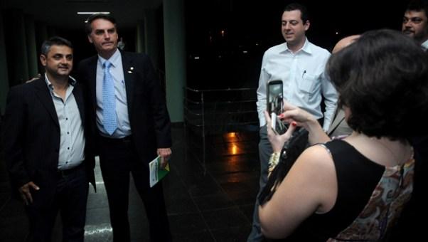 Bolsonaro posa antes da palestra em Goiânia | Foto: Renan Accioly / Jornal Opção
