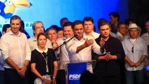 Aécio discursa ao lado de lideranças nacionais, do governador Marconi, José Eliton e a primeira-dama | Foto: Wildes Barbosa