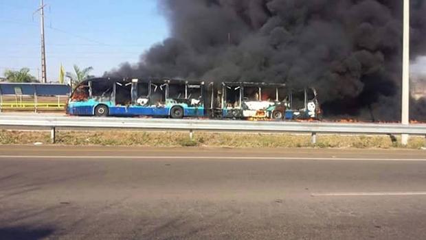 Seis ônibus são queimados em protesto | Foto: Reprodução/Facebook