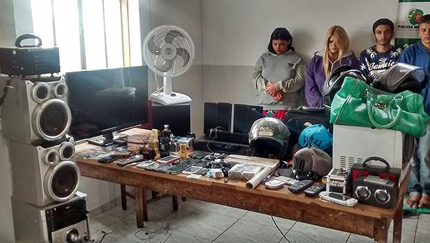 Seis foram presos e objetos recuperados | Foto: Divulgação/PM