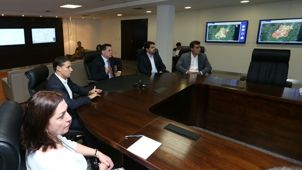 Thiago Peixoto durante reunião com governador | Foto: Ascom / Segplan