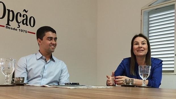 O coordenador de parcerias da Dotz em Goiás, Lucas Edgar Campos da Costa, e a diretora regional Claudia Campolina, em entrevista na sede do Jornal Opção | Foto: Alexandre Parrode