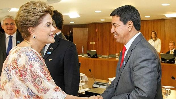 Presidente Dilma e presidente da FGM, Divino Alexandre, prefeito de Panamá | Foto: Divulgação/FGM