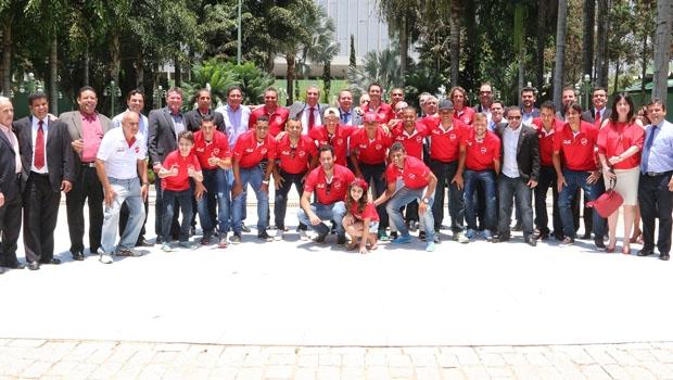 Governador em exercício, José Eliton recebe equipe do Vila Nova. Crédito - Jota Eurípedes (3)