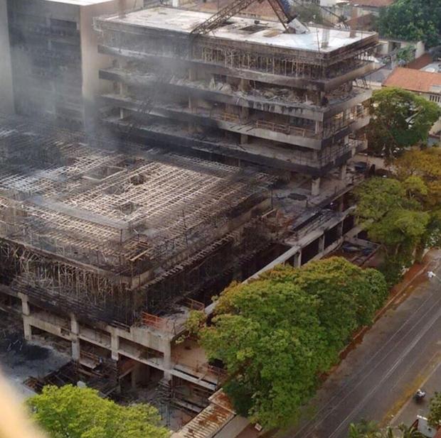 Construção do TRT após o incêndio | Foto: reprodução / Internet