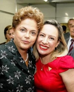 Dilma Rousseff e Adriana Accorsi em Goiânia | Foto: reprodução