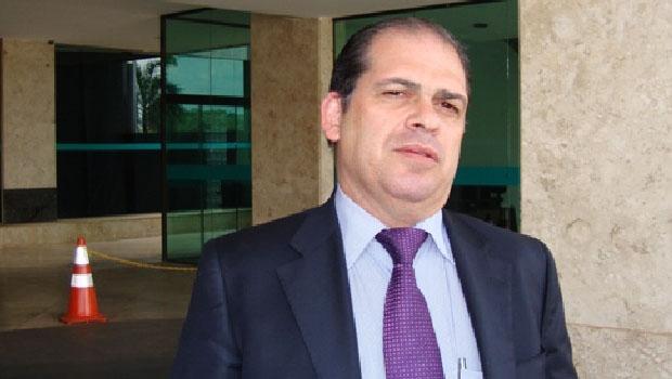 """Reitor Márcio da Silveira: """"Abre as contas, sindicato!"""""""