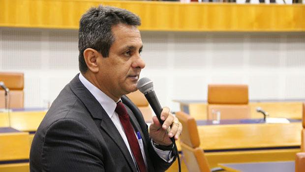 Denício Trindade protocola denúncia contra Paulo Magalhães no conselho de ética