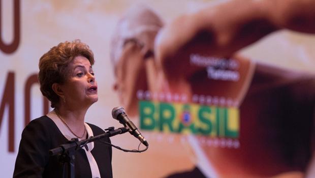 Despesas da campanha de Dilma teriam sido pagas de forma ilegal pela Andrade Gutierrez